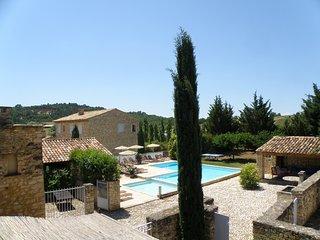 Propriete de charme 4 maisons en pierre et piscine