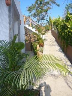 Accès à la villa Amarilla et Villa Azul et chemin de la piscine