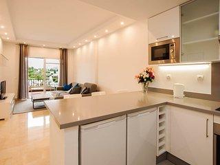 Aloha Gardens modern 2 bed apt close to amenities