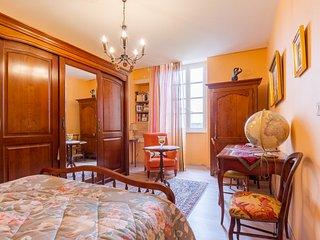Chambre ORANGE, Chambres d'Hôtes SAINT ROCH, séjour cuisine partagés, piscine