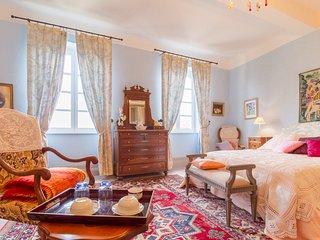 Chambre BLEU, Chambre d'Hôtes Saint-Roch, Piscine couverte, séjour cuisine