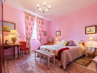 Chambre ROSE, Chambres d'Hôtes SAINT ROCH, séjour et cuisine partagés, piscine