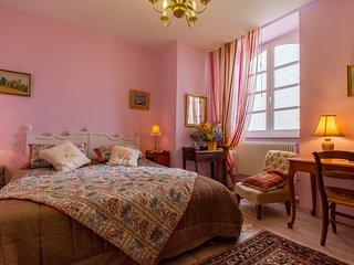 Chambre MAUVE, Chambres d'Hôtes Saint Roch, séjour cuisine à partager, piscine