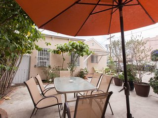 Hollywood Adjacent Private & Cute Guest House # 30, Los Angeles