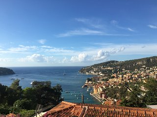 BEAUTIFUL MODERN APARTMENT  WITH SECURE PRIVATE PARKING  - A REAL GEM!, Villefranche-sur-Mer
