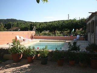 Maison avec vue sur piscine, Saint-Desirat