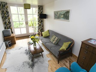 Retro style 1 bed cottage in trendy west Glasgow