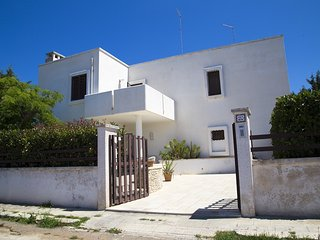 Puglia holiday villa near sandy beach - balcony for long sunset -Ficodindia, Torre Santa Sabina