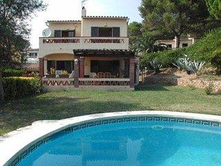 Casa con 4 dormitorios y piscina privada en Torre Vella.