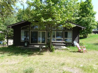 CEDAR COTTAGE - WALKER LAKE RESORT Picturesque, Lakeside, awesome view, 2 bdrm, Huntsville