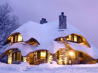 The Thatch House, Charlevoix