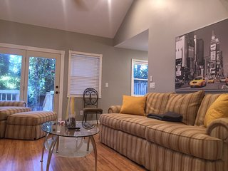 Quiet Townhouse in Dowtn Decatur & Minutes to Atlanta