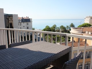 Le France: 4 beds flat sea view, garage, terrace, ac, wifi at 50m from the sea, Niza