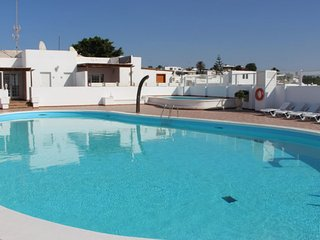 Quiet Villa by Beach & Prom, Shared Pool, Free WIFI, UK TV, Relax in Peace!