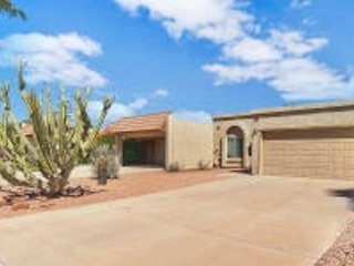 Comfortable 2 Bd 1 Ba Townhouse in Tempe close to Shopping, Dining and Outdoor Activities.