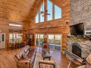 Luxury mountain home with private creek and beautiful views perfect for family., Waynesville