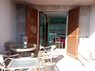 Sea resort apartment with a big guarded pool and a golf club nearby, Tirrenia