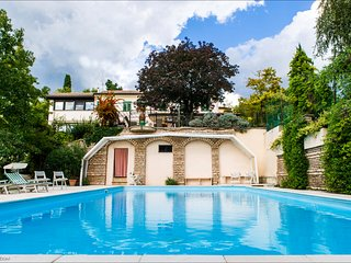 elegant furnished villa with private park and big swimming pool verona center