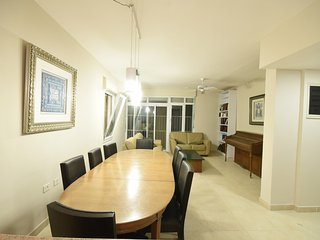 Large Modern Kosher Apartment in Jerusalem Center Stunning Views-Newly Renovated