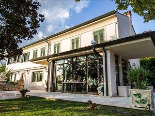 2 km from Centre of Verona, elegant villa, private parking, big swimming pool