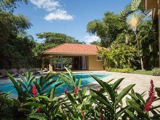 Garden Retreat near private beach, La Romana