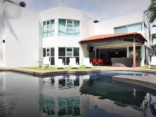 BRAND NEW LUXURY HOUSE BUCERIAS, Flamingos