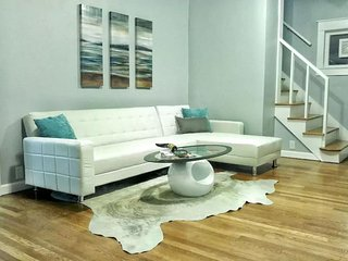 Westport Chic, perfect for groups, Kansas City