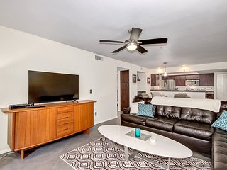 Pristine 2 bedroom Old Town Condo, Scottsdale