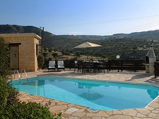 Villa Alicia - 3 bedroom Stone Built Single Storey Villa in Peyia