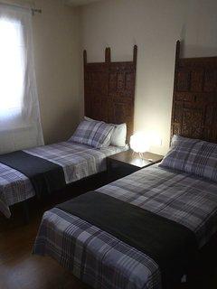 En esta habitación se puede añadir una 3ª cama que está guardada debajo de una de las camas