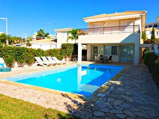 Coral Bay -Luxury 5 Bed Villa -5Mins Walk to Beach, Paphos