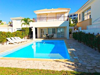 Coral Bay - Exclusive 5 Bed Villa - 100m to Sea, Paphos