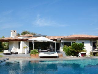 SUPERB MODERN VILLA WITH POOL IN EXCLUSIVE MONTPELLIER SETTING, Montferrier Sur Lez