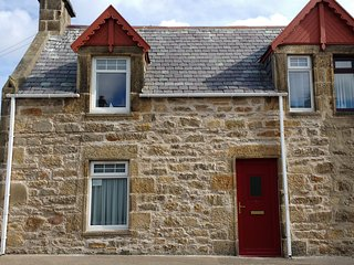 Clavie Cottage - home from home cottage with sea views and FREE WiFi