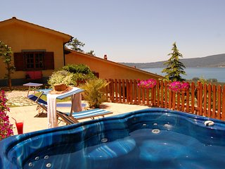 Villa La Paiola - Suite GLICINE with maxi Jacuzzi and stunning view, Ronciglione