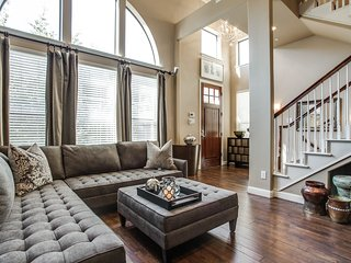 Cool Townhouse, Shops of Legacy, Best location in Metroplex