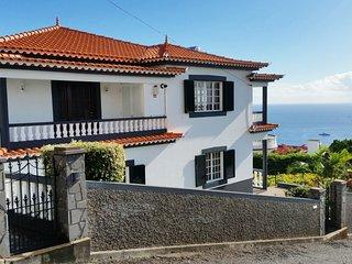 Top Floor with three balconies Funchal 2-4 Pers.