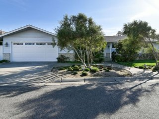 Beautiful Beach Home 1 Block to Beach!, Morro Bay