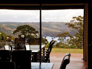 Montville Mountain Lodge luxury home sleeps 12
