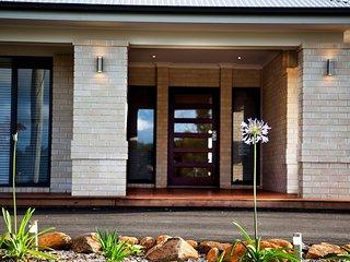 Montville Mountain Lodge luxury home sleeps 14