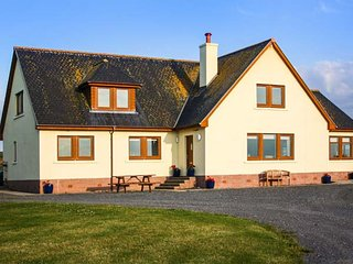 CORSEWALL CASTLE FARM LODGES, stunning detached property, two ground floor bedrooms, WiFi, woodburner, Kirkcolm, Ref 947014
