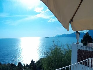 Villa Elio - free view over the sea towards Positano and Capri, dream-garden