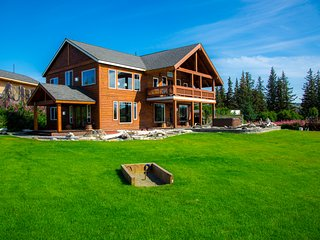 Gorgeous Home with Unbobstructed Ocean & Mountain Views & Private Hot Tub!, Homer