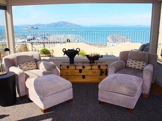 Furnished 2-Bedroom Apartment at Kearny St & Chestnut St San Francisco
