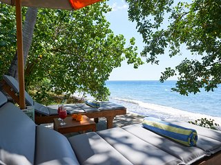 1BR Beachfront Villa / Honeymoon Escape, Singaraja