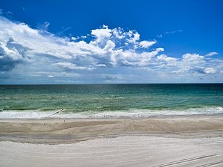 Madeira Towers 303 Stunning Oceanfront View at Madeira Towers!!!, Madeira Beach