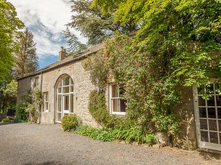 THE COACH HOUSE, pet friendly, character holiday cottage, with a garden in