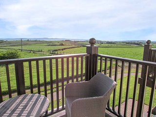 FELL VIEW, luxury first floor apartment, excellent leisure facilities on-site, r