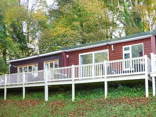 I C LUNDY TOO, chalet, holiday park with swimming pools, WiFi, in Buck's Cross, Bucks Cross