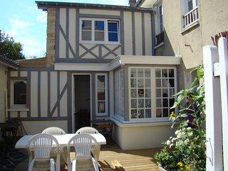 Maison à 150m de la plage, Arromanches-les-Bains